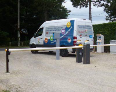 Installation d'un totem pour gérer entrées / sorties des camping car M-Innov
